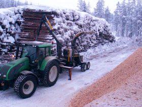 TC 450 monterad på kärra efter traktor.